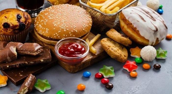 Alimentos não saudáveis: saiba quais são e evite