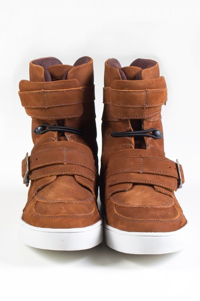 KS-T48-003_Sneaker_Cano_Alto_Nobuck_com_Fivela_e_Elastico_Caramelo__Ref:_KS-T48-003