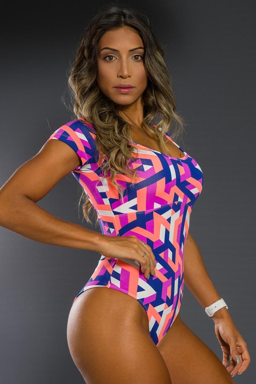 K2564-D_Body_Estampado_com_Manguinha_Tracos_Azul_Marinho_Coral_e_Roxo__Ref:_K2564-D