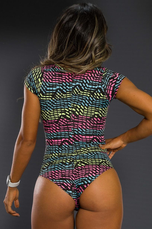 K2564-G_Body_Estampado_com_Manguinha_Rosa_Verde_e_Azul_com_Risco_Preto__Ref:_K2564-G