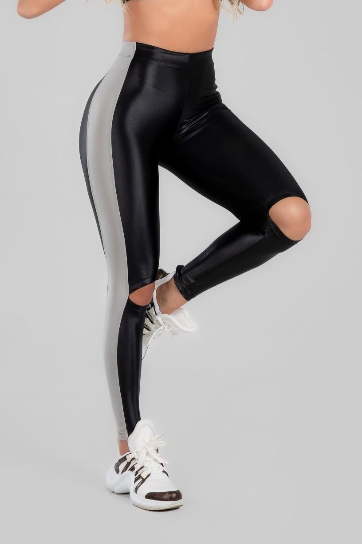 Calça Legging com Faixa Lateral e Abertura nos Joelhos (Preto / Prata) | Ref: K2970-A