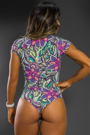 Body Estampado com Manguinha (Tribal Colorido com Flor Roxa)   Ref: K2564-C