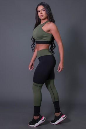 Calça Legging Fitness com Ponto de Cobertura e Silk (Preto / Verde Militar) | Ref: K2684-C