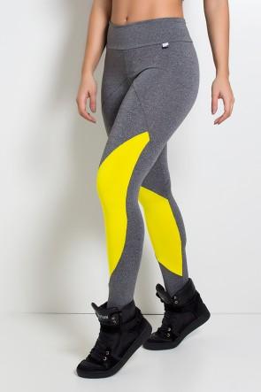Calça Mescla com Recortes e Detalhe Liso (Mescla / Amarelo) | Ref: KS-F1998-001