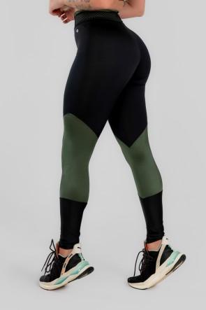 Calça Legging com Recorte e Cós com Elástico (Preto / Verde Militar) | Ref: K2969-C