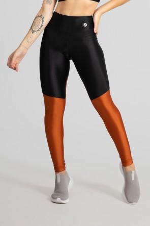 Calça Legging com Recorte em Diagonal (Preto / Bronze) | Ref: GO470-A