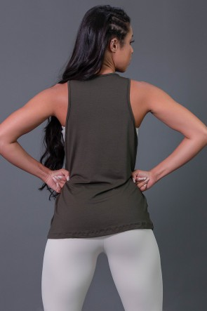 Camiseta Regata de Viscose com Silk (Verde Militar / Off-White) | K2569-B