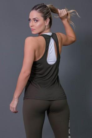 Camiseta Fitness com Detalhe em Gota nas Costas (Verde Militar) | Ref: K2573-B