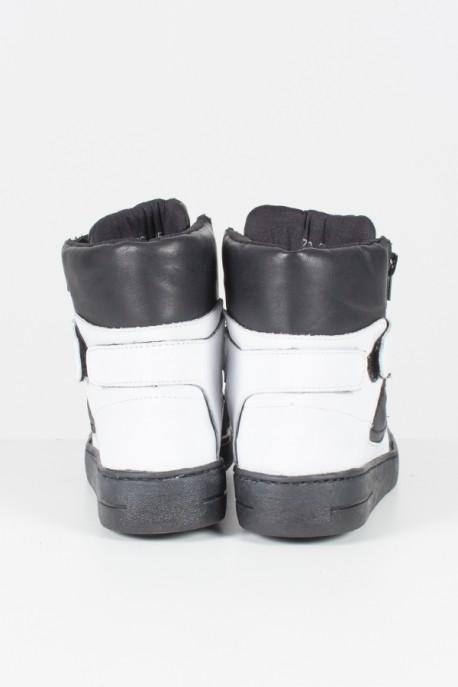 Sneaker Unissex Preto com Branco   Ref: KS-T34-001
