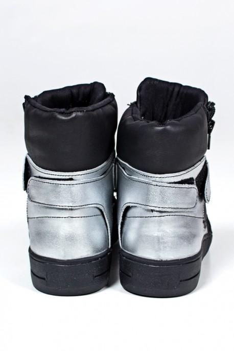 Sneaker Unissex Preto com Prata (Sola Preta)   Ref: KS-T35-001
